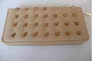 Afbeelding van Creme witte portemonnee met studs